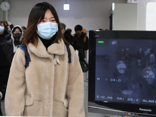 Sale l'allarme per il virus cinese. Controlli a Fiumicino
