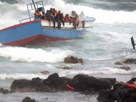 Migranti, sbarchi anche a Pantelleria: arrivati in due giorni 220 tunisini, hotspot pieno