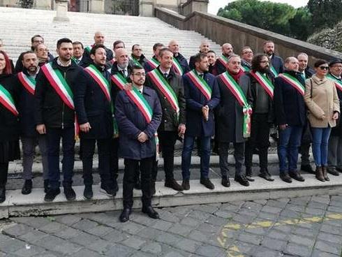 I sindaci a Raggi: ''Non siamo la pattumiera di Roma''