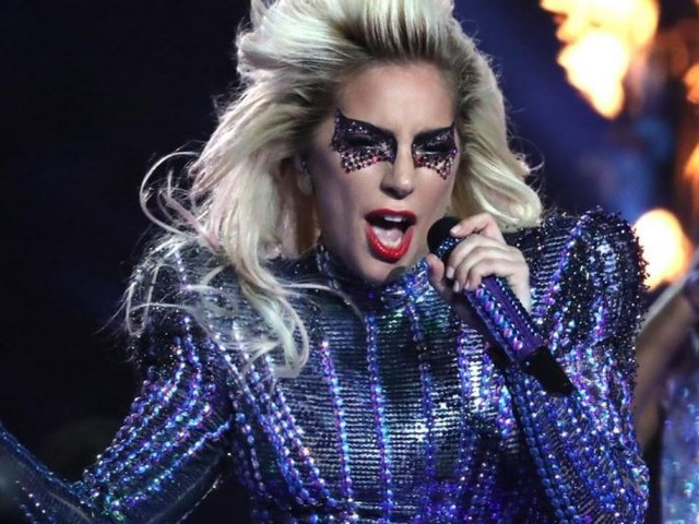 Preoccupazione per Lady Gaga: soffre di fibromialgia