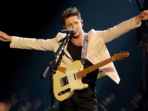 """Niall Horan: """"Put A Little Love On Me"""" è il suo nuovo singolo"""