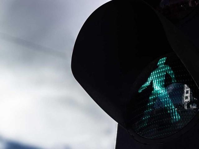 Semafori smart: addio al pulsante, si attraversa grazie alla telecamera