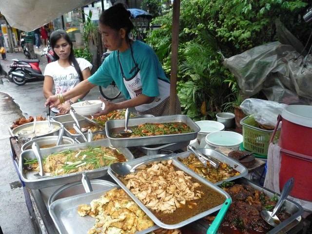 Street food a Bangkok: cosa mangiare e cambiamenti in corso