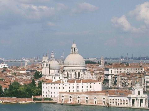 Venezia: fa pipì sulla Basilica 3mila euro di multa