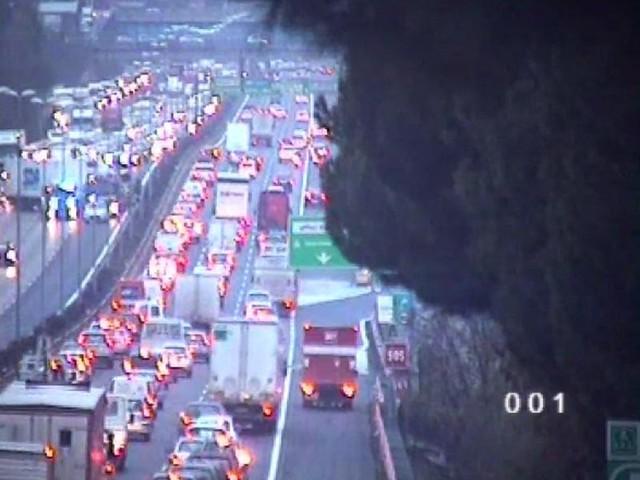 Grave incidente e incendio a Prima Porta: traffico in tilt