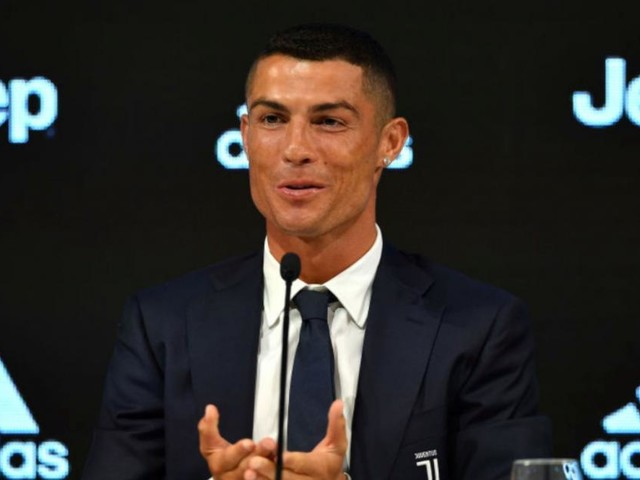 Juventus: Cristiano Ronaldo non ha buttato la maglia, l'ha regalata ad un raccattapalle