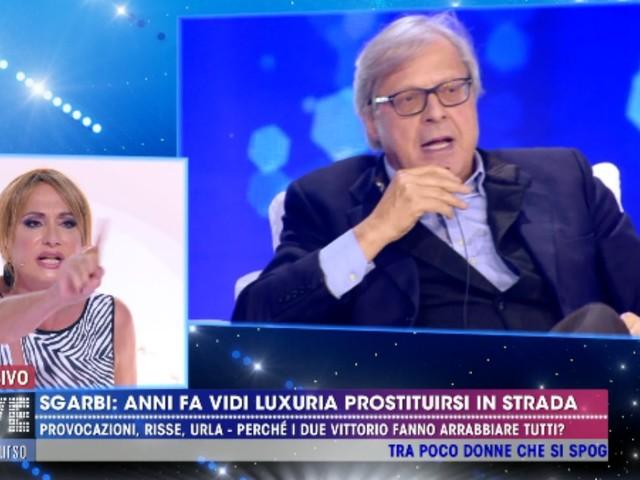 """Live non è la D'Urso, Vittorio Sgarbi sbotta contro Vladimir Luxuria: """"Tu eri una prostituta! Hai il c***o! Eri o no un uomo?"""""""
