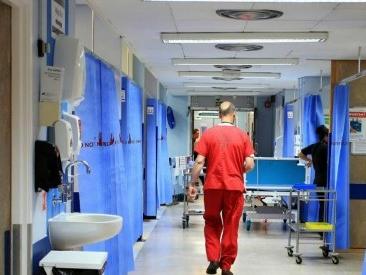 Ancona, bimbo morto per otite: medico omeopata e genitori indagati per omicidio colposo. Disposta l'autopsia