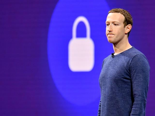 "Se Facebook ci sfida a vivere senza ""like"""