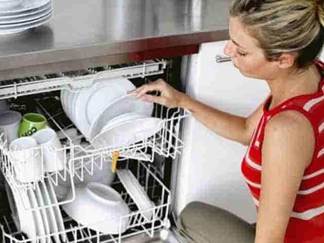 Suggerimenti e rimedi naturali per una lavastoviglie pulita e profumata