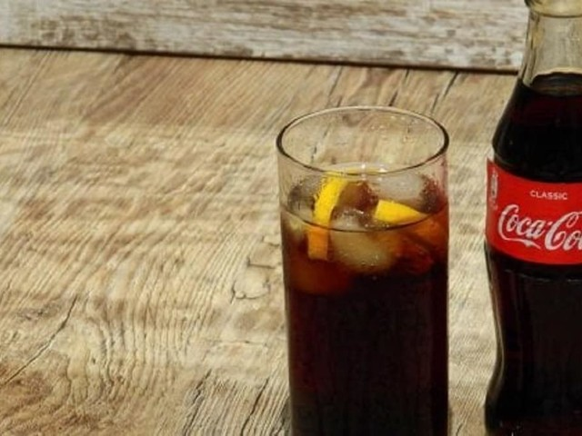 """Coca Cola, il Ministero della Salute richiama alcuni lotti per """"rischio fisico"""". Ecco quali sono"""
