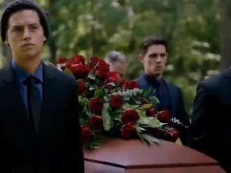 Riverdale 4×01 piange Luke Perry nel promo dell'episodio-tributo che dice addio a Fred Andrews (video)