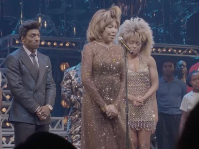 Tina Turner appare a sorpresa sul palco a New York: video