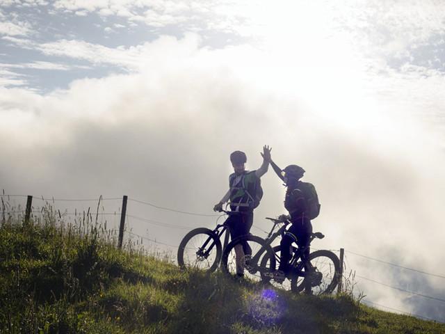 Boom cicloturismo. Cresce la passione per le due ruote in Italia, complici la pandemia e il bonus bici. Solo l'anno scorso ne sono state comprate 2 milioni.