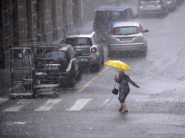 Maltempo, scuole chiuse venerdì 15 novembre per allerta meteo: l'elenco città per città