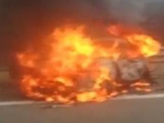 Incidente in autostrada, auto in fiamme e famiglia distrutta: ci sono dei morti