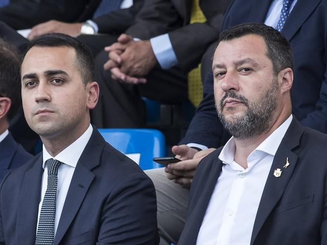 """""""Più sbarchi"""", """"È il tuo metodo"""". Scontro di fuoco Salvini-Di Maio sui migranti"""