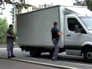 """Terrorismo, operazione della polizia """"Ultimo miglio"""": controllati 27mila furgoni, camion e bus in tre giorni"""