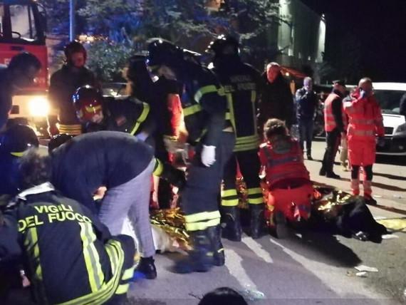 Spray urticante nel locale del concerto di Sfera Ebbasta a Corinaldo: 6 morti, una sessantina di feriti