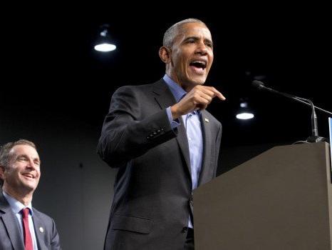 """Obama torna in politica e attacca Trump: """"Basta politica della paura e delle divisioni"""""""
