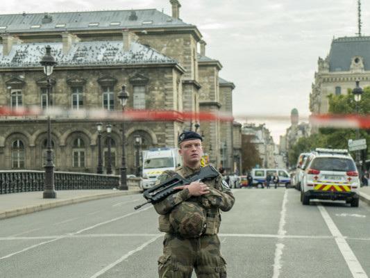 Strage in prefettura a Parigi. Uccise quattro persone