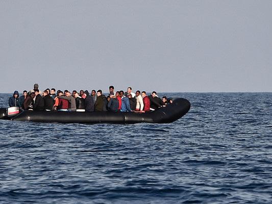 Migranti: naufragio al largo della Libia, si temono 150 morti