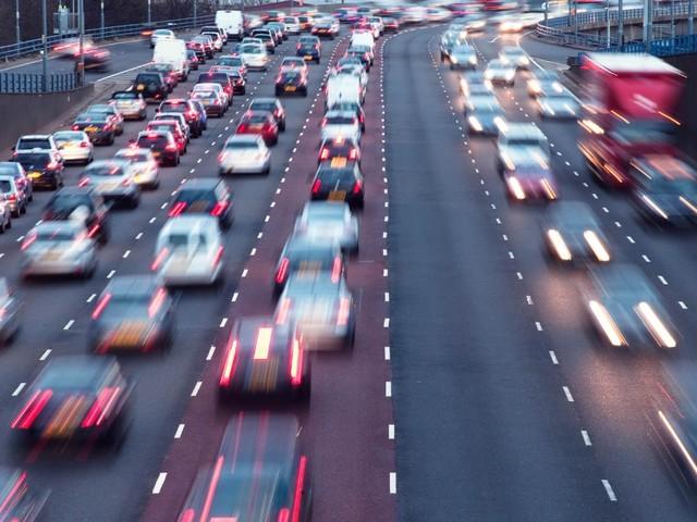 Scenari futuri - Nel 2031, auto a benzina e diesel dimezzate
