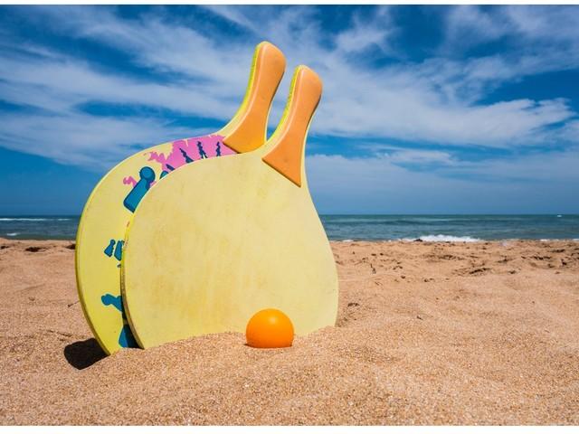 Gadget estivi: la promozione aziendale in spiaggia