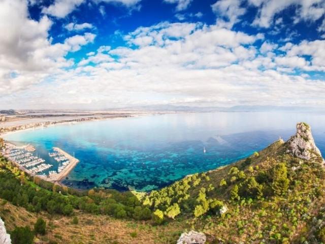 Poetto, la spiaggia della Sardegna che piace alla stampa straniera