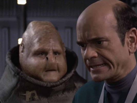 Star Trek Voyager: un fan converte la serie in 4K usando l'Intelligenza Artificiale (VIDEO)