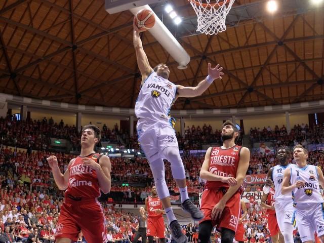 Basket, Playoff Serie A 2019: Cremona si prende storia e semifinale scudetto, Trento spedisce Venezia alla bella