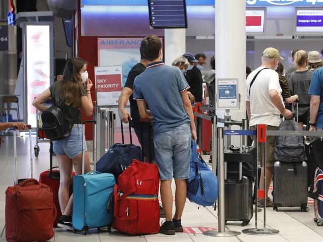 Covid, stop quarantena per chi arriva da Paesi Ue, Regno Unito e Israele. Dal 16 maggio basta il tampone negativo