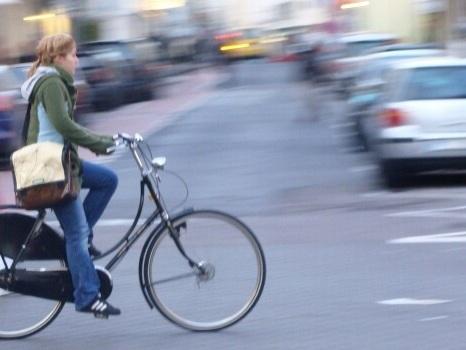 Infrazione grave in bici, il ciclista non perde punti patente