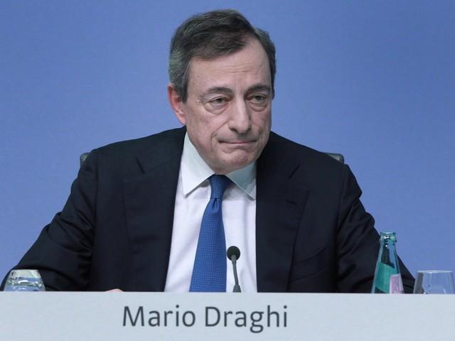 """Draghi scende in campo: """"Serve più debito"""". Ma la Germania frena"""