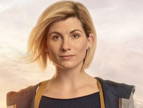 Jodie Whittaker è Doctor Who (foto): look ispirato alla serie classica e il web approva