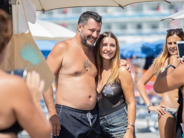 Salvini, un'estate da campagna elettorale: beach tour di Ferragosto nel centrosud per strappare voti ai 5Stelle