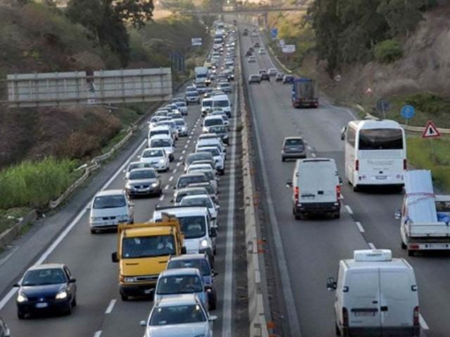 Camion esce di strada: Pontina chiusa verso Roma