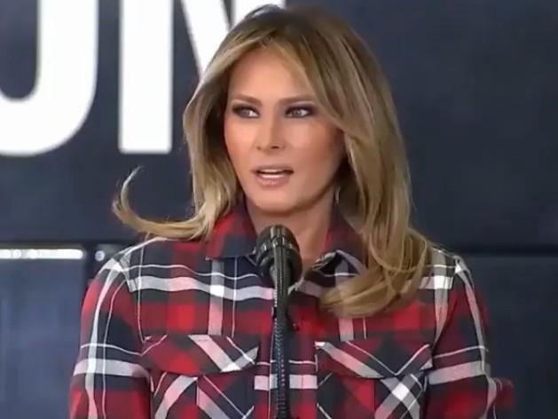 Melania Trump sotto accusa: dal parrucchiere con aereo militare Air Force