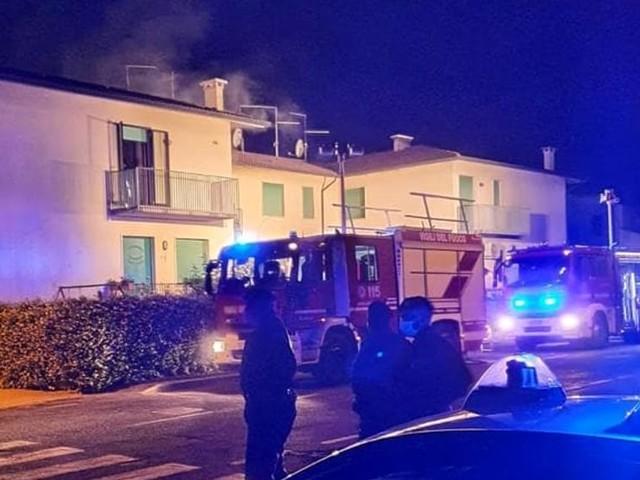 Fiamme in un appartamento: la famiglia si salva grazie al vicino di casa