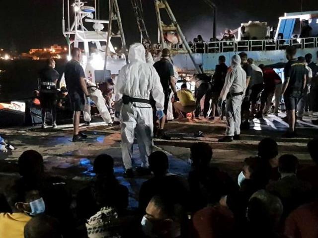 Ancora sbarchi a Lampedusa, arrivati 433 migranti