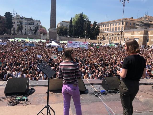 A Roma migliaia di giovani a manifestare per il clima, insieme a Greta