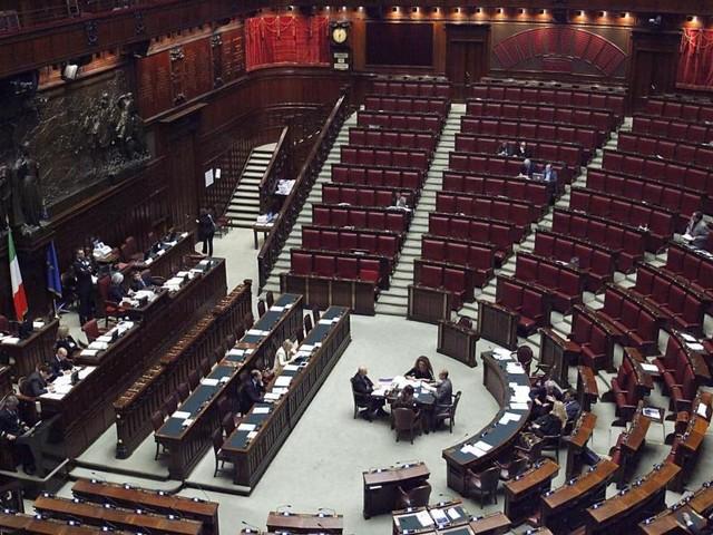 Taglio dei parlamentari diventa legge dello Stato: 553 voti a favore, 14 no e 2 astenuti