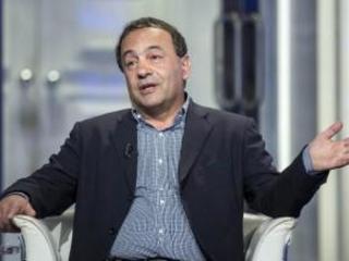 """Il Riesame boccia il """"modello Riace"""" di Mimmo Lucano Motivazioni shock dei giudici: «Non può fare il sindaco»"""