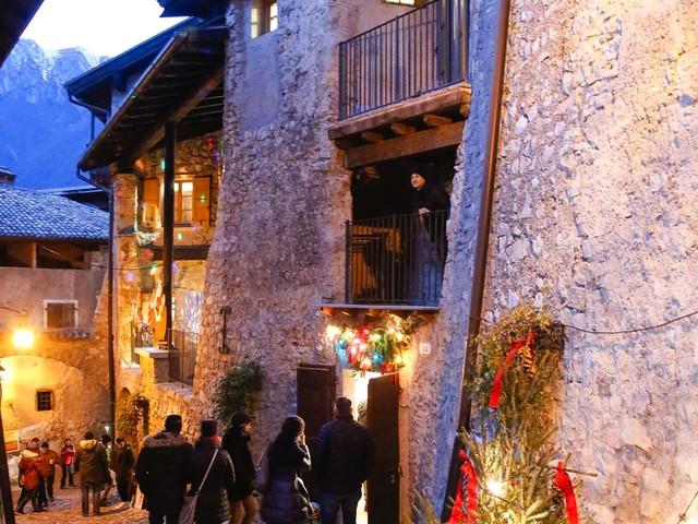 """I borghi più belli d'Italia """"sfilano"""" a Canale di Tenno ai mercatini natalizi"""