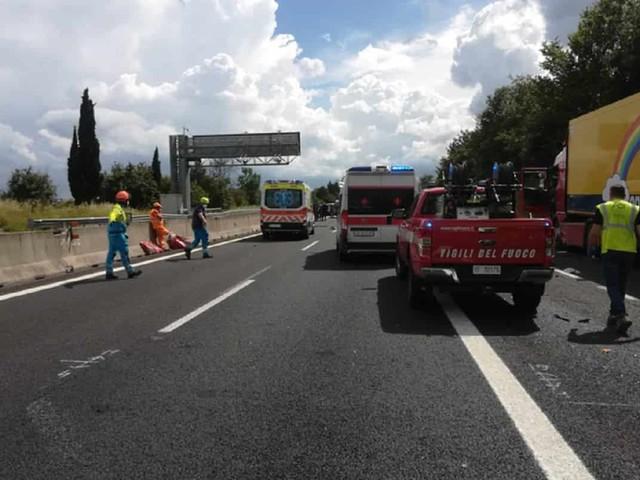 Incidente stradale sull'A4 vicino Udine, scontro furgone-camion: 2 morti e 3 feriti gravi