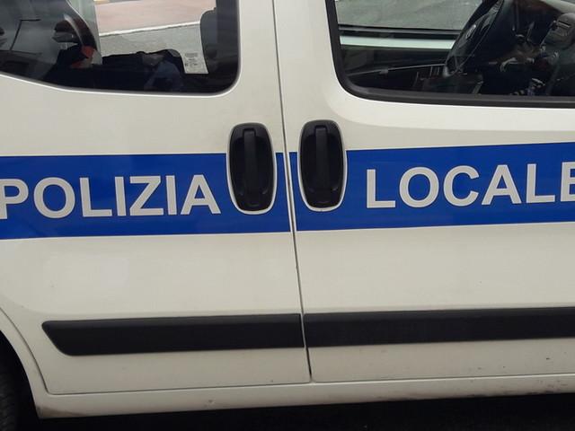 Moto contro guard-rail in curva nel Pesarese, morto 25enne