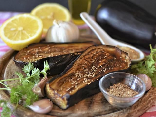 Melanzane arrostite in friggitrice ad aria, con salsa all'aglio