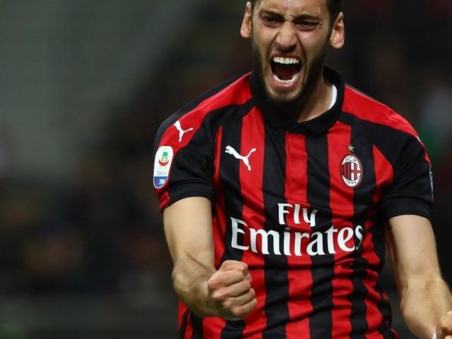 Inter, ci sarebbero stati contatti per Calhanoglu: il turco è in scadenza con il Milan