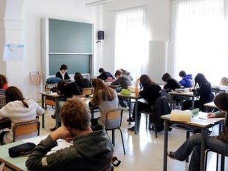 Arezzo, escluso dalla gita scolastica per scarsi risultati. Dodici anni dopo chiede 400mila euro di danni al liceo