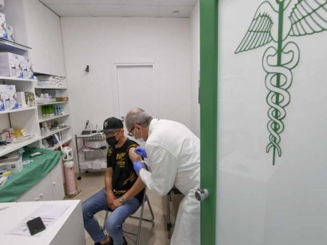 Covid, in Lombardia dal 3 agosto partono le vaccinazioni in farmacia